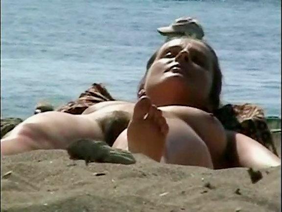 Upskirt in nude beachh