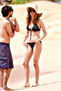 Heather Graham poses in sexy bikini