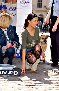 Liz Bonnin on hunkers hose up skirt