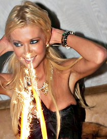 Tara Reid and her downblouse nip