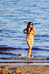 0676-a-hot-bikini-chic-on-the-beach