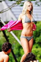 0925-hot-bikini-girl-on-green-lane