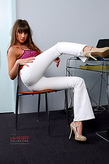 0198 Melena demonstrating assjeans