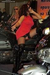 0569 many girls bike show