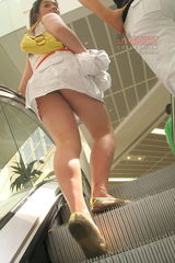 1318 Horny teen up skirt, peeked in a mall