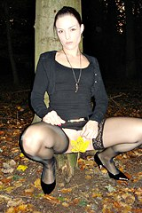 2662-horny-upskirt-in-the-night-park