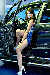 2668-lady-gets-in-car-showing-upskirt