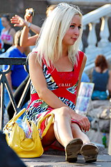 2806-blonde-girl-accidental-upskirt