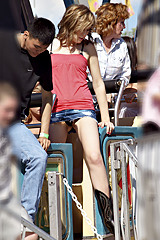2999-flash-upskirt-on-roller-coaster