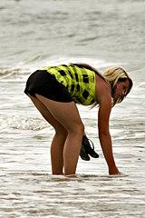 3011-fat-blonde-bikini-panty-upskirt